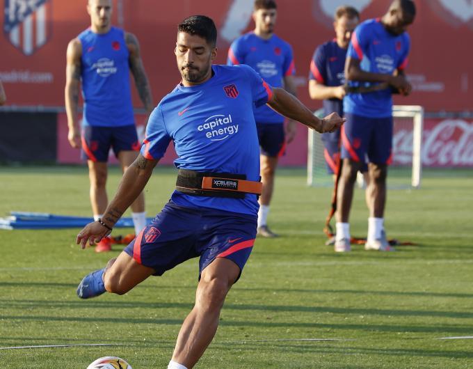 Emery reta a Luis Suárez