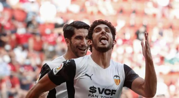 Guedes y Soler siguen tirando de la 'Bordaleta' y el Valencia remonta a un Osasuna venido a menos