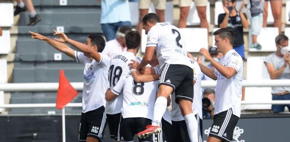 Expulsan a un aficionado por escupir a un jugador en el Burgos-Valladolid